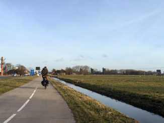 An e-biker on the outskirts of Groningen (Paul Plazier)